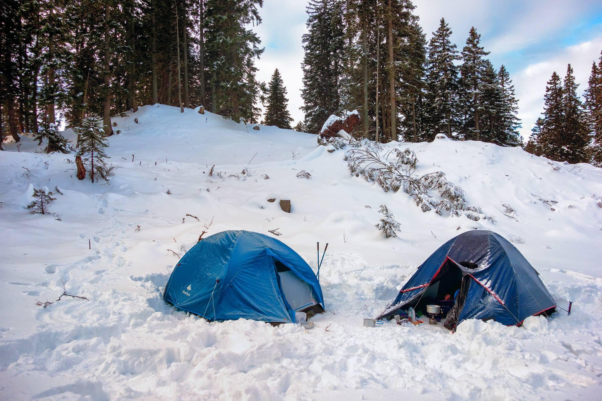 téli kemping sátorozás vadkemping hó